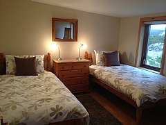 Smaller twin bedroom